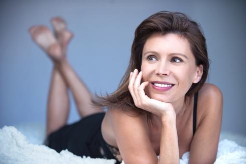 """Vers 50 ans, les premiers symptômes de la <a href=""""/regles/cycles-femme/menopaus"""